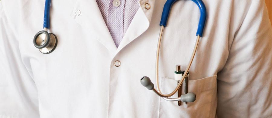Do stacji sanitarno-epidemiologicznej w Pruszkowie lekarze zgłosili 10 potwierdzonych zachorowań na odrę wśród dzieci jednej z podstawówek i ich rodzin - podaje stołeczna Wojewódzka Stacja Sanitarno-Epidemiologiczna. Podjęto działania przeciwdziałające rozprzestrzenianiu się choroby.