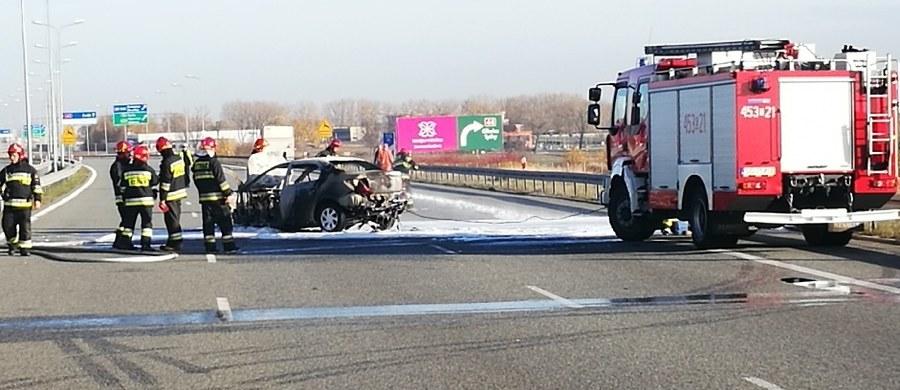 Pożar samochodu osobowego na autostradzie A1 koło Gliwic. Droga była zablokowana przez ponad godzinę.