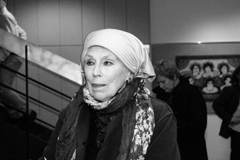 Halina Słojewska-Kołodziej, aktorka, w PRL związana z opozycją demokratyczną, wspierająca strajkujących w sierpniu 1980 r. w Stoczni Gdańskiej, żona byłego więźnia Auschwitz prof. Mariana Kołodzieja, zmarła w czwartek, 1 listopada, wieczorem w Gdańsku. Miała 85 lat.