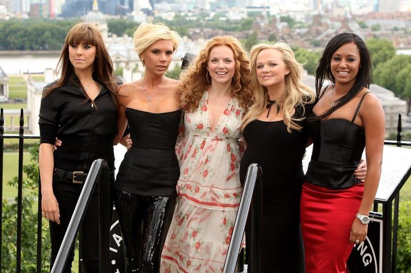 Na imprezę halloweenową u Heidi Klum Mel B przebrała się za swoją koleżankę z grupy Spice Girls - Victorię Beckham. Część internautów wysnuła wniosek, że to szpilka wbita w żonę Davida Beckhama, która jest najmniej chętna na powrót na scenę pod szyldem Spice Girls.