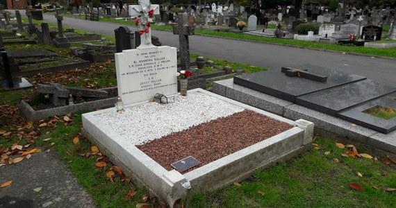 """Groby polskich żołnierzy, którzy polegli w najróżniejszych konfliktach zbrojnych, rozsiane są bo całym świecie. W Dzień Zaduszny Polacy nie zapomnieli o swoich bohaterach. Na grobach naszych rodaków wciąż palą się znicze. """"Przychodzę tutaj, bo nie mam w Belgii grobów swoich bliskich"""" – mówi naszej korespondentce Polka, która mieszka niedaleko Leuven w Belgii od kilkunastu lat. """"Jest to czas refleksji nad życiem i śmiercią. A tutaj leżą Polacy, więc wspominam także naszą historię, udział naszych rodaków walach drugiej wojny światowej""""."""
