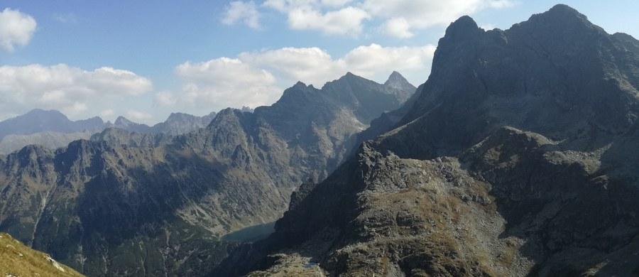 Z uwagi na ochronę przyrody od listopada zamknięta jest Jaskinia Mroźna w Tatrach – zimują tam nietoperze. Na okres zimowy zamknięte też zostały wysokogórskie szlaki turystyczne po słowackiej stronie Tatr.