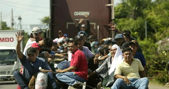 Prezydent USA Donald Trump zapowiedział, że amerykańscy żołnierze, którzy wzmocnią granicę z Meksykiem, nie otworzą ognia do nielegalnych migrantów, zmierzających obecnie w kierunku Stanów Zjednoczonych.