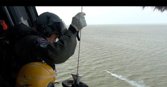 """Polska jednostka """"Miętus"""" zatonęła na Bałtyku. Na jej pokładzie było 16 osób - dowiedział się reporter RMF FM Kuba Kaługa. Wszyscy zostali uratowani przez duńskie służby poszukiwania i ratownictwa. Wiele wskazuje na to, że do zatonięcia polskiego statku doprowadziła kolizja z inną jednostką. """"Mieliśmy uderzenie, potężne uderzenie - akurat tam, gdzie spałem. Wybiegliśmy na pokład i zobaczyliśmy odpływającą dużą jednostkę"""" - relacjonował w rozmowie z RMF FM jeden z uczestników rejsu. Policja na Bornholmie podała, że zatrzymała do czasu wyjaśnienia okoliczności wypadku statek towarowy."""