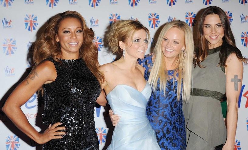 """""""The Sun"""" informuje, że latem tego roku na stadionową trasę po Wielkiej Brytanii powróci grupa Spice Girls. Najsłynniejszy girlsband lat 90. XX wieku wystąpi w okrojonym składzie, bez Victorii Beckham."""
