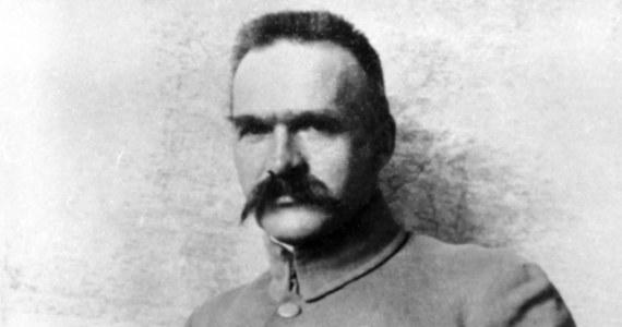 W Brukseli na terenie ambasady RP w Królestwie Belgii odsłonięto popiersie marszałka Józefa Piłsudskiego. Uroczystości to element obchodów 100. rocznicy odzyskania niepodległości przez Polskę.
