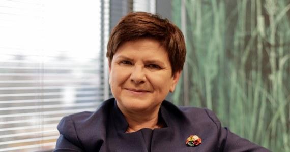 """""""Jestem wicepremierem, który ma dużo obowiązków i dużo pracy"""" - przekonywała w RMF FM Beata Szydło. """"Obowiązki, które wykonuję, mam powierzone przez pana premiera"""" - podkreśliła była szefowa rządu. Czym tak naprawdę zajmuje się obecna wiceprezes Rady Ministrów? Wypytywał o to nasz dziennikarz."""