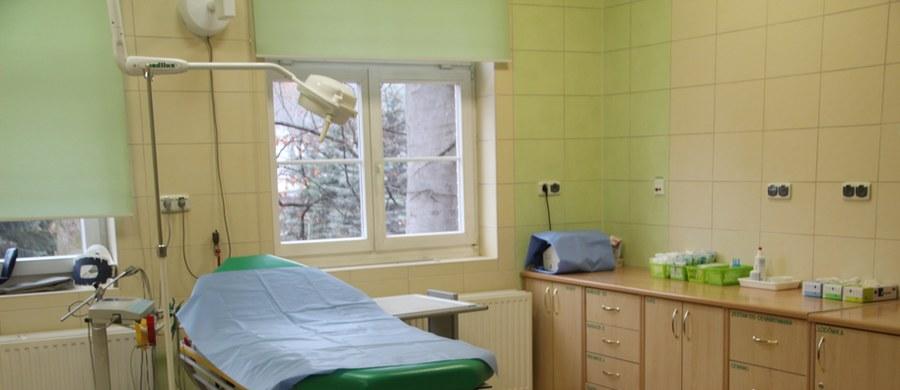 """Gliwicka prokuratura umorzyła śledztwo w sprawie chirurgów ze szpitala w Bełchatowie, którzy w 2016 r. wycięli młodej mieszkance Pyskowic zdrowe organy - m.in. żołądek i śledzionę. """"Lekarze nie popełnili przestępstwa"""" – ustalili śledczy."""