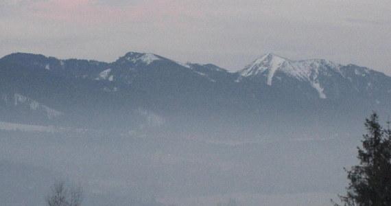 Ratownicy TOPR dotarli do zwłok turysty poniżej Buli pod Rysami. Ciało przetransportowano śmigłowcem do Zakopanego.