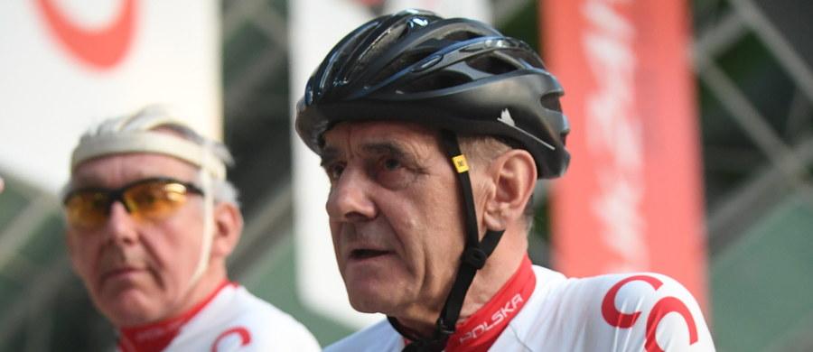 """""""Nie wierzę, że Ryszard Szurkowski nie miał momentów załamania, bo nie wierzę, że człowiek leżący bez ruchu przez dwa miesiące może takich momentów uniknąć. Teraz wychodzi z tego bardzo twardy"""" – mówi dziennikarz Eurosportu Adam Probosz, który przyznaje, że przed laty jako młody chłopak wychowywał się na sportowym kulcie Ryszarda Szurkowskiego. Dziś wybitny kolarz potrzebuje pomocy po tym, jak doznał poważnych obrażeń na wyścigu kolarskim."""