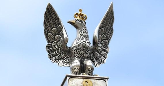 Mocny apel generałów i admirałów w stanie spoczynku na 100. rocznicę odzyskania przez Polskę niepodległości. Byli szefowie służb i dowódcy wojskowi podkreślają w nim, że w ostatnim czasie doszło w naszym kraju do potężnych podziałów i wzywają do jedności społeczeństwa.