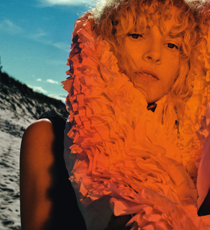 """Po dwuletniej przerwie od koncertowania Mela Koteluk powróciła na scenę i zapowiedziała kolejny etap swojej muzycznej drogi. Wokalistka powoli kończy swoją trasę koncertowa promująca album """"Migawka""""."""