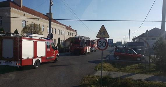 Ewakuacja około 250 osób ze szkoły w Białobrzegach koło Łańcuta na Podkarpaciu. Troje dzieci źle się poczuło podczas szkolnego apelu na sali gimnastycznej.
