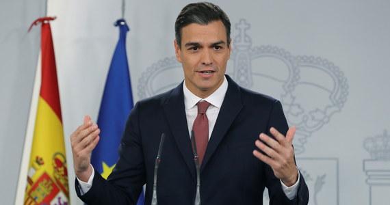 """Katalońska policja - tzw. Mossos d'Esquadra  - zatrzymała mężczyznę, który planował zamach na premiera Hiszpanii Pedro Sancheza. Według ustaleń mediów zatrzymany jest """"wyspecjalizowanym snajperem""""."""