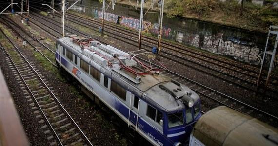 Przewoźnicy kolejowi w związku z ustanowieniem 12 listopada 2018 r. dniem wolnym od pracy nie zmienili rozkładów jazdy. Pociągli tego dnia będą jeździć tak, jak w dzień powszedni.