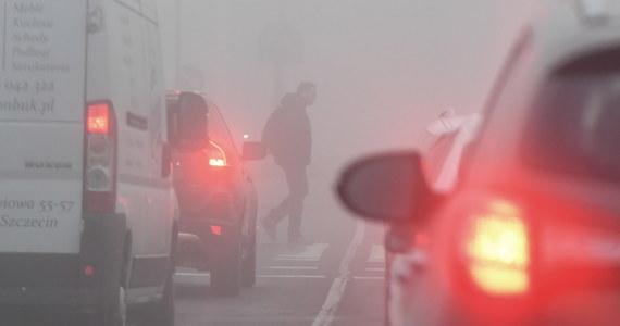 """Jedna osoba zginęła w wypadku trzech tirów i samochodu osobowego, do którego doszło na drodze krajowej nr 8, na obwodnicy Augustowa (Podlaskie). Ruch odbywa się """"starą"""" nitką dk 8."""