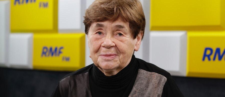 """Zofia Romaszewska przyznała w Porannej rozmowie w RMF FM, że pójdzie 11 listopada na marsz biało-czerwony. Odnosząc się do marszu narodowców wyraziła nadzieję, że """"oni są jednak Polakami, a nie nie wiadomo czym"""". Zapytana przez Roberta Mazurka, jak ocenia decyzję prezydent Warszawy Hanny Gronkiewicz-Waltz o odwołaniu marszu, stwierdziła: Uważam, że to było słuszne"""". """"Robienie awantur w środku Warszawy w 100-lecie odzyskania niepodległości jest po prostu szaleństwem, którego należało zakazać"""" - mówiła doradczyni Andrzeja Dudy."""