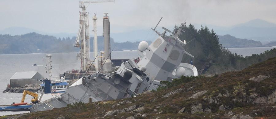 Nie jest jeszcze znany jest termin ściągnięcia do brzegu norweskiej fregaty, która została poważnie uszkodzona w czwartek. Jednostka wracała z manewrów NATO zderzyła się z tankowcem u zachodnich wybrzeży Norwegii.