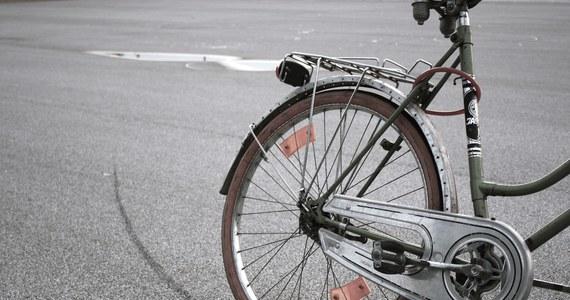 Ponad trzy kilometry przejechał rowerzysta, który wczoraj jechał pod prąd dolnośląskim odcinkiem A4. Mężczyznę zatrzymano na wysokości Legnicy. Trafił do szpitala na obserwację.