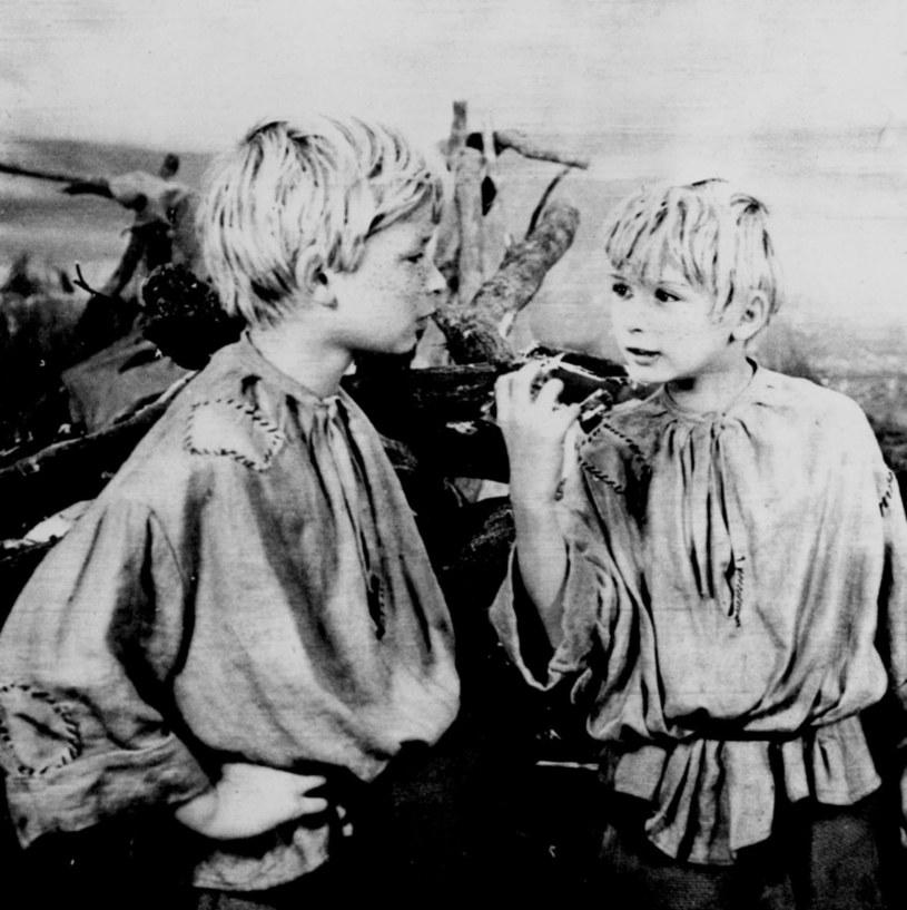"""""""W rolach Jacka i Placka występują dwaj 12-letni bracia: Lech i Jarosław Kaczyńscy. Obaj znają powieści Makuszyńskiego od dawna. Praca w filmie nie męczy ich, chętnie spędzają długie godziny na planie, wszystko ich tutaj interesuje"""" - pisała w reportażu z planu filmu """"O dwóch takich co ukradli księżyc"""" wysłanniczka magazynu """"Film"""". 12 listopada 1962 roku odbyła się premiera tego obrazu."""