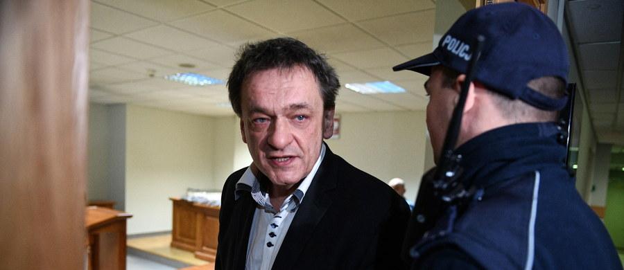 """Sąd Rejonowy Warszawa Praga-Północ skazał byłego doradcę wizerunkowego polityków Piotra Tymochowicza (wyraził zgodę na publikację danych osobowych i wizerunku) oskarżonego o """"posiadanie w celu rozpowszechniania"""" plików z pornografią dziecięcą. Tymochowicz został skazany na 2 lata i 6 miesięcy za """"posiadanie w celu rozpowszechniania"""" pornografii dziecięcej oraz na 6 miesięcy za posiadanie treści pornograficznych. Sąd wymierzył karę łączną 3 lat pozbawienia wolności. Tymochowicz musi się także poddać terapii."""