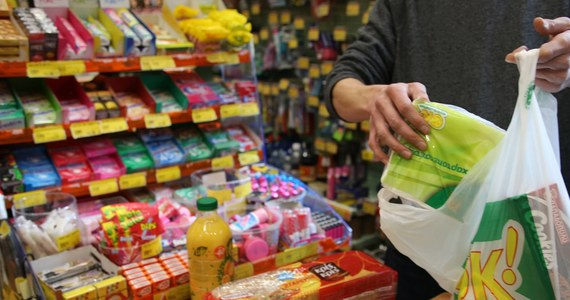 Na Litwie zostaną wprowadzone kartki na żywność. Nie chodzi jednak wcale o reglamentację towarów i puste półki, jakie pamiętamy z czasów PRL-u. Zdaniem rządu w Wilnie, kartki pomogą w promocji miejscowych produktów.