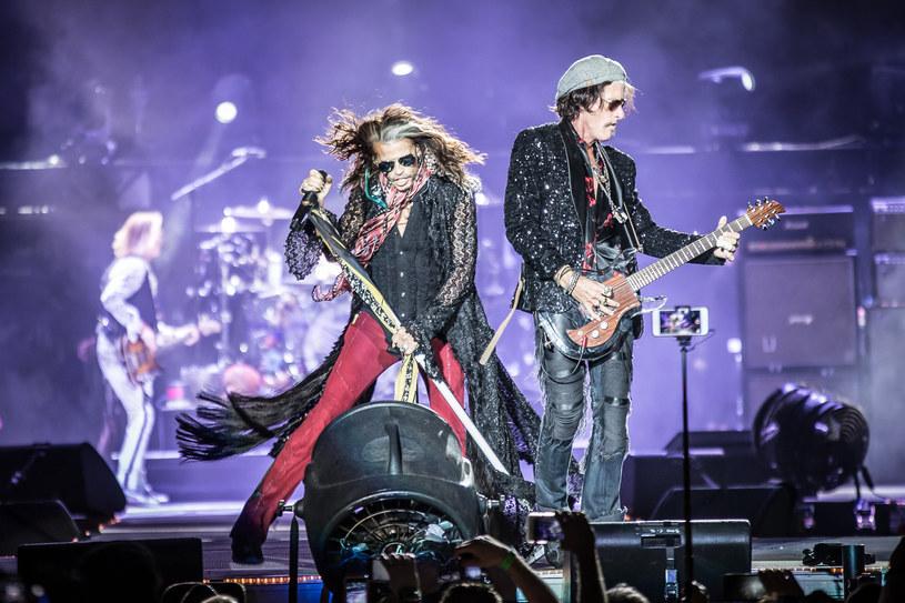 Znany z amerykańskiej grupy Aerosmith gitarzysta Joe Perry stracił przytomność po zejściu ze sceny w Nowym Jorku.