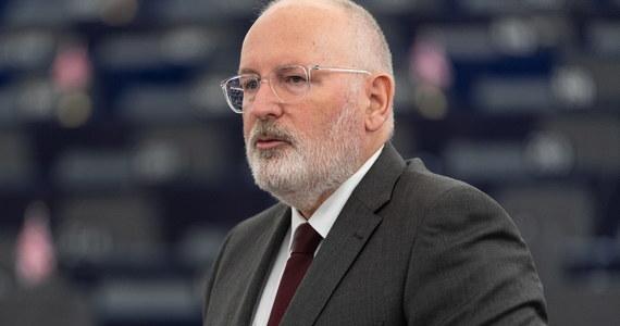 Frans Timmermans uważa, że postanowienie TSUE o środkach zabezpieczających powinno zostać wdrożone, tak jak to zrobiła pierwsza prezes SN Małgorzata Gersdorf. Jeżeli 19 listopada Polska nie przedstawi działań wdrożeniowych, które zadowolą KE, to komisja wystąpi o nałożenie na Polskę wysokich kar dziennych - ustaliła dziennikarka RMF FM.