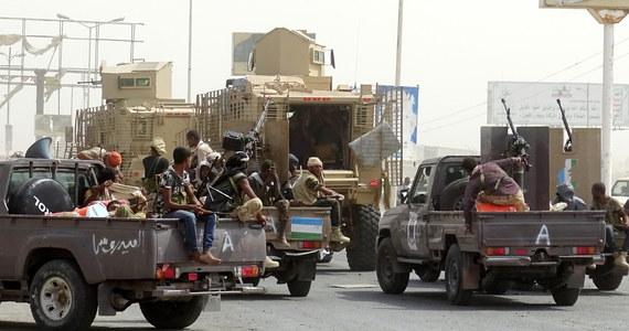 Co najmniej 149 osób, w tym 110 rebeliantów Huti, 32 żołnierzy sił rządowych oraz siedmiu cywilów, zginęło w ciągu ostatniej doby w walkach o Al-Hudajdę, portowe miasto na zachodzie Jemenu - poinformowały miejscowe źródła medyczne.