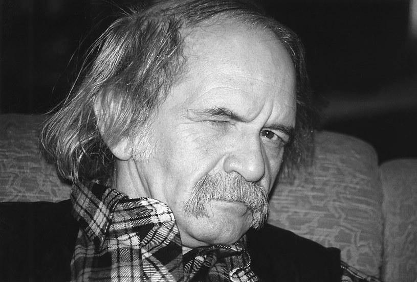 W przyszłym roku w centrum Poznania powinien stanąć pomnik Bohdana Smolenia - legendy polskiego kabaretu. Zgodę na jego wzniesienie wydali we wtorek miejscy radni.