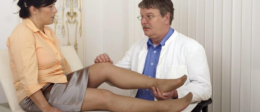 """Co pół minuty w krajach Unii Europejskiej dochodzi do złamania kości z powodu osteoporozy. Właśnie o tej chorobie - nazywanej """"cichym złodziejem kości"""" - będziemy mówimy w cyklu Twoje Zdrowie. W Polsce z osteoporozą zmagają się trzy miliony osób."""
