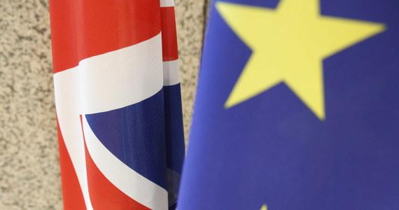 Liczba pracowników ze wszystkich państw UE zatrudnionych w Wielkiej Brytanii spadła w ciągu ostatniego roku o 132 tysięcy. To największy spadek od 21 lat – czyli od rozpoczęcia badań.