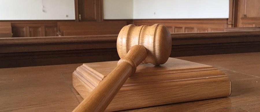 Sąd przedłużył areszt dla wójta gminy Daszyna w Łódzkiem. Zbigniew W. będzie przebywał w celi kolejne 3 miesiące, a w piątek na sesji Rady Gminy powinien złożyć ślubowanie, aby objąć urząd.
