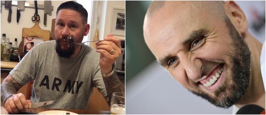 Marcin Gortat nie rzuca słów na wiatr. Chciał Amerykanina, który zje kaszankę zasmażaną z jajkiem, dostał go - teraz, odpowiadając na propozycję korespondenta RMF FM Pawła Żuchowskiego, wpłaca pieniądze na rzecz Zachodniopomorskiego Hospicjum dla Dzieci!