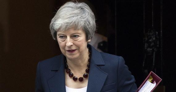 Uzgodniono wstępny tekst porozumienia w sprawie wyjścia Wielkiej Brytanii z Unii Europejskiej. Premier Teresa May zwołała na dziś nadzwyczajne posiedzenie gabinetu, by upewnić się, że ma za sobą w tym zakresie poparcie ministrów. Zawsze powtarzała - Brexit to Brexit - nie wdając się specjalnie w niuanse. Ale przyszedł moment, gdy każde słowo się liczy. Każda postawiona kropka i przecinek.