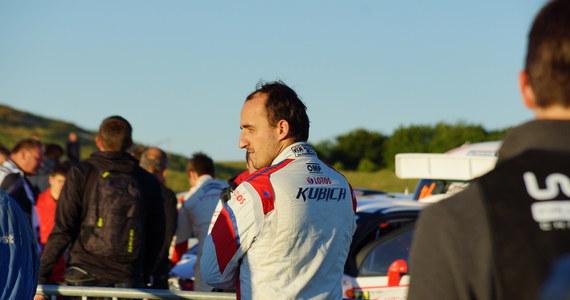 Robert Kubica po roku spędzonym na stanowisku kierowcy rezerwowego, znów bije się o fotel w bolidzie. Jego pracodawcą najprawdopodobniej pozostanie Williams. Głównym kontrkandydatem Polaka do miejsca w bolidzie jest Esteban Ocon. Jednak tym razem faworytem zdaje się być Robert Kubica. Potwierdzają to zaistniałe okoliczności.