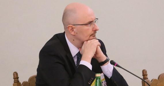 Marcin Pachucki w ciągu najbliższych godzin zostanie powołany na pełniącego obowiązki szefa Komisji Nadzoru Finansowego - zapowiedziała rzeczniczka rządu Joanna Kopcińska. Pachucki był dotychczas zastępcą Marka Chrzanowskiego, który złożył wczoraj dymisję z funkcji szefa KNF.