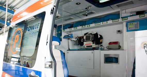 Jedna osoba trafiła do szpitala po wycieku płynnego szkła w hucie w Radomiu. Informację o tym zdarzeniu dostaliśmy na Gorącą Linię RMF FM.