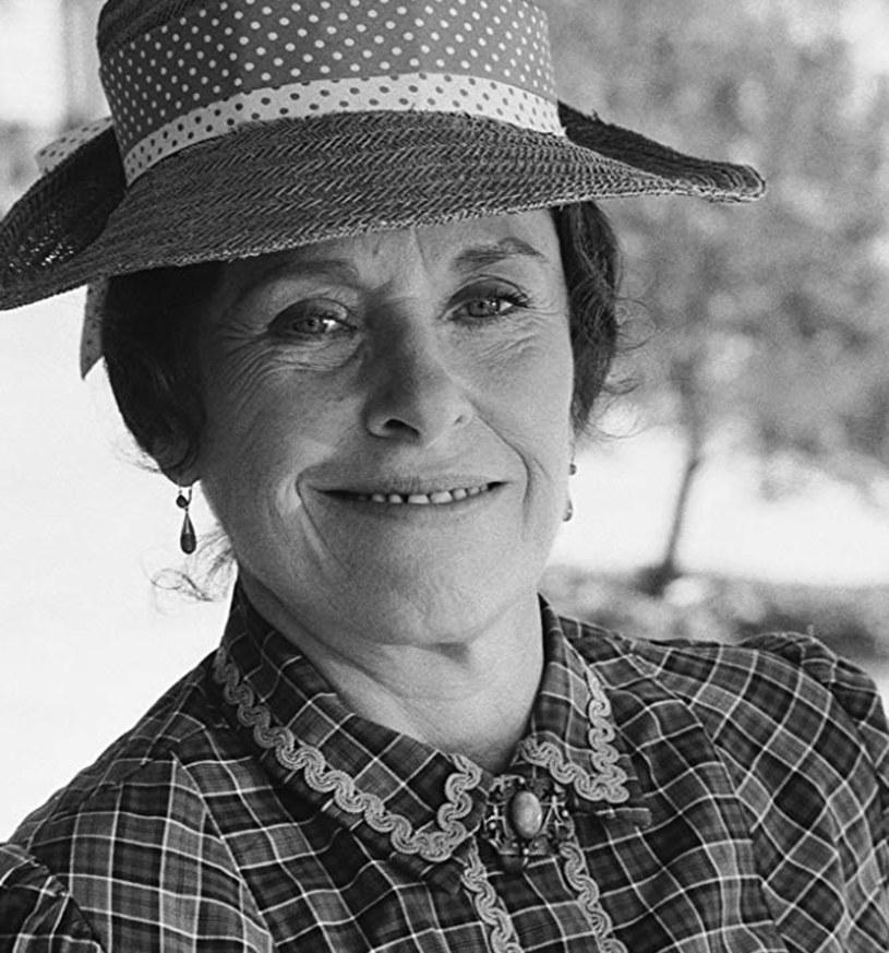 """Katherine MacGregor zmarła 13 listopada w domu aktora weterana Woodland Hills. Aktorka znana z roli Harriet Oleson w serialu """"Domek na prerii"""" miała 93 lata."""