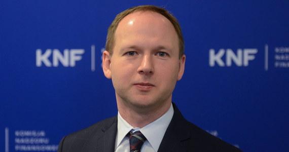 Marek Chrzanowski traci kolejną funkcję. Były już szef Komisji Nadzoru Finansowego został właśnie odwołany z rady nadzorczej Bankowego Funduszu Gwarancyjnego. Decyzję w tej sprawie podjął nowy pełniący obowiązki szefa KNF Marcin Pachucki.