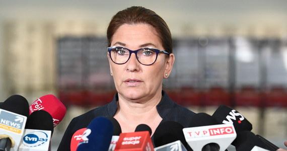 Nie będzie wstrzymania prac w Senacie nad wprowadzeniem poprawki do noweli ustawy o nadzorze nad rynkiem finansowym pozwalającej na przejmowanie małych banków - zapowiedziała rzeczniczka PiS Beata Mazurek. Nie ma takiej potrzeby - dodała.