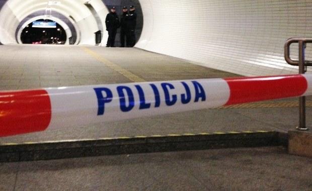 Nad ranem w sortowni odzieży w Kielcach znaleziono ciało noworodka. Zwłoki znajdowały się w jednej z paczek z ubraniami. Niewykluczone, że ciało dziecka przyjechało w pakunku zza granicy.