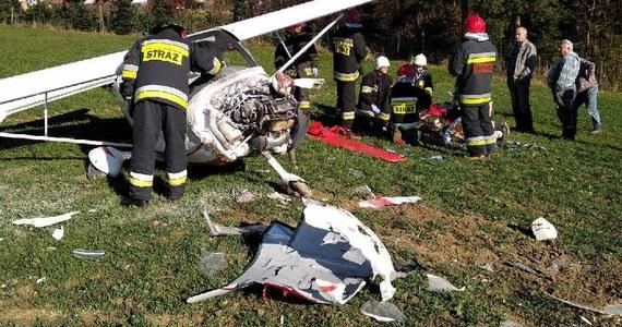 W małopolskiej Skawie doszło do awaryjnego lądowania awionetki. Na pokładzie był pilot, który został poważnie ranny.