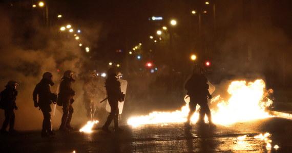 Nawet 10 tysięcy ludzi wzięło udział w marszach w Atenach i Salonikach w 45. rocznicę krwawego powstania studentów przeciwko rządzącej wtedy tzw. juncie czarnych pułkowników. Doszło do ostrych starć z policją.