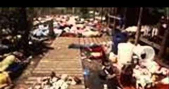 """40 lat temu w Gujanie 900 członków sekty Świątynia Ludu z polecenia swojego przywódcy Jima Jonesa wypiło truciznę. Wydarzenie to nazywane masakrą w Jonestown przeszło do historii jako największe zbiorowe samobójstwo. Co trzecia ofiara była dzieckiem. Przeżyli nieliczni. Jedną z tych osób jest Laura Johnston Kohl. """"Wszyscy ludzie, którzy byli częścią mojego życia, zniknęli"""" - mówi dziś emerytowana nauczycielka z San Diego."""