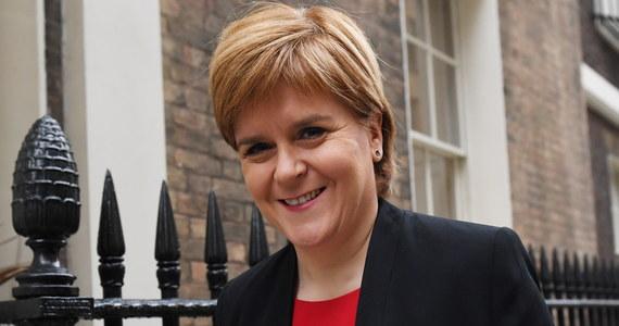Poparcie przez brytyjski parlament porozumienia w sprawie Brexitu, wynegocjowanego przez premier Theresę May, byłoby błędem i byłoby skrajnie nieodpowiedzialne - oświadczyła w wywiadzie dla BBC pierwsza minister Szkocji Nicola Sturgeon.