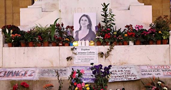 """Na Malcie policja ustalił tożsamość co najmniej trzech obywateli tego kraju, którzy ponad rok temu zorganizowali zabójstwo dziennikarki Daphne Caruany Galizji, piszącej o korupcji w najwyższych kręgach maltańskich władz - podał """"The Sunday Times of Malta""""."""