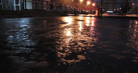 Uwaga kierowcy! Instytut Meteorologii i Gospodarki Wodnej ostrzega przed niebezpiecznymi warunkami dla drogach.