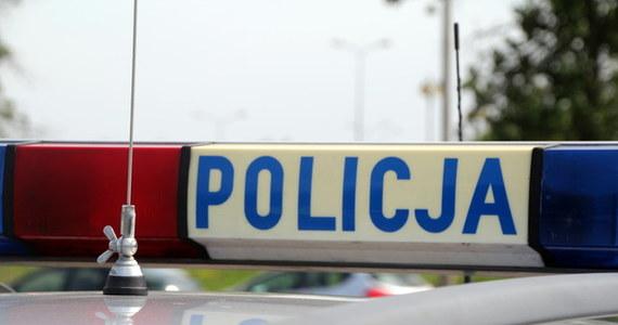 Policja zatrzymała 55-latka, który w Kościerzynie miał oblać łatwopalną substancją i podpalić swoją 48-letnią konkubinę. Kobieta w ciężkim stanie trafiła do szpitala.