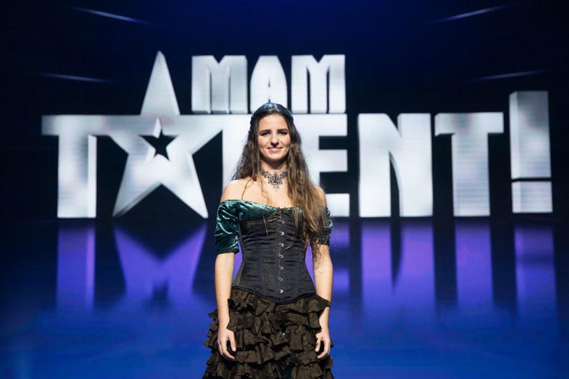 """Maria Kochańska to finalistka 11. edycji """"Mam talent"""". Kim jest 24-latka grająca na """"żółwiu""""?"""